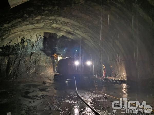 超前地质预报施工利器,铁建重工DGZ150系列多功能钻机亮剑梁王山隧道!