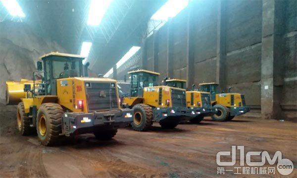 徐工批量交付6吨LNG装载机给华北某物流客户