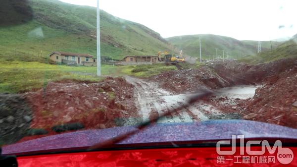 服务中国行:风雨无阻,徐工挖机服务团队超暖心!
