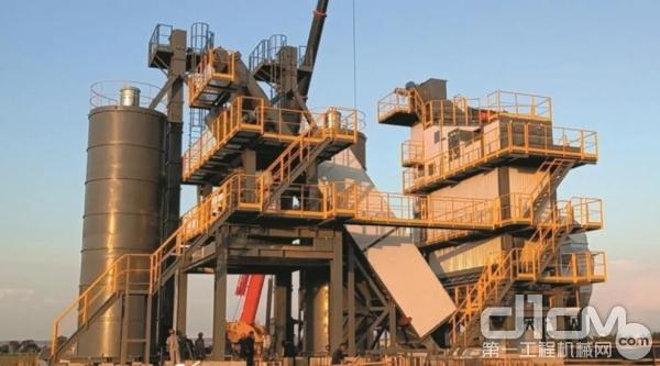 岳首CHLB4000型厂房式全环保沥青混凝土搅拌站正式投产