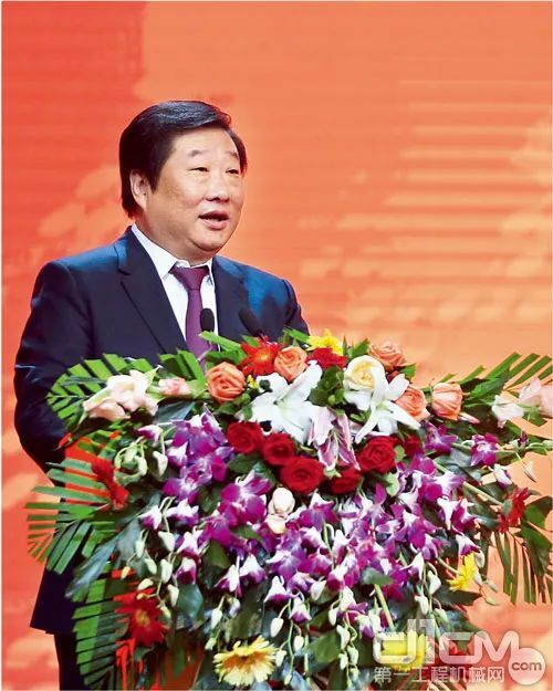 """谭旭光表示:""""中国重汽的改革工作必须坚定不移进行到底!"""