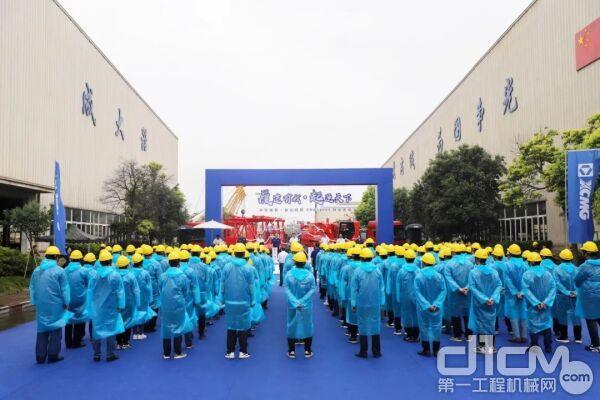 中国石化•徐工集团XGC12000履带起重机交付仪式
