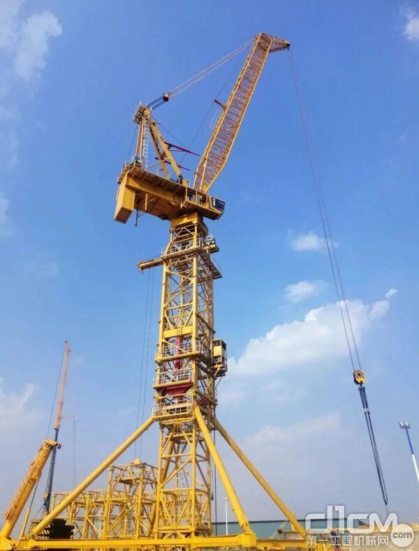 国内起重量最大的风电动臂塔机XGL1800在徐工荣耀问世