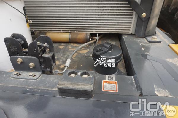 燃油箱采用低位设计,站在地面就可轻松加油