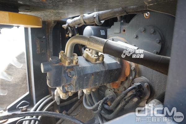变速箱及液压泵触手可及,维护轻松便捷