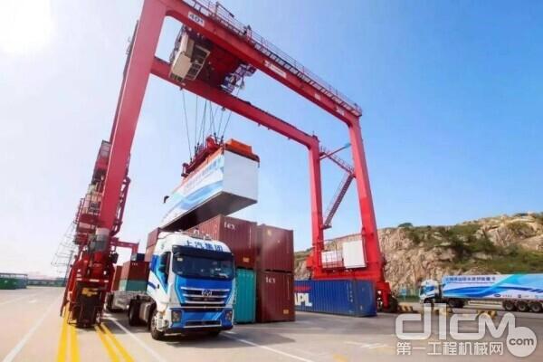 上汽红岩5G智能重卡在上海洋山港实现准商业化运营