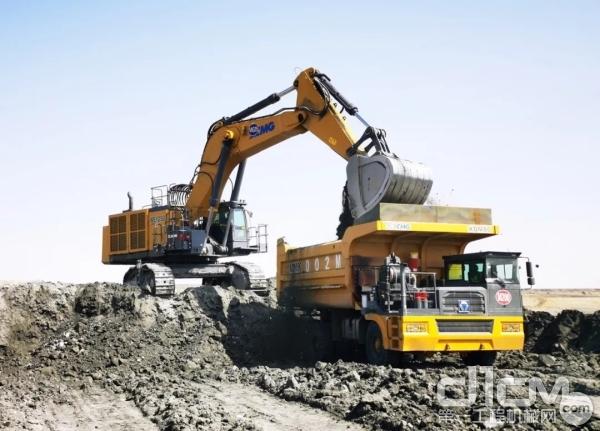 徐工XDM80机械传动自卸车施工现场
