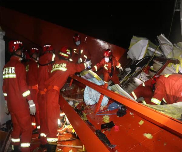 事故现场救援图(图片来自网络)