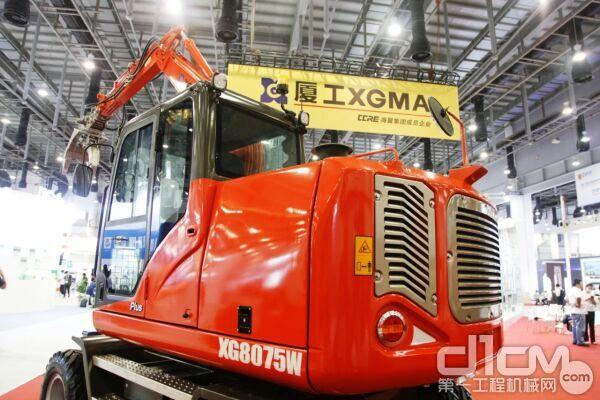 厦工智能轮式挖掘机XG8075W