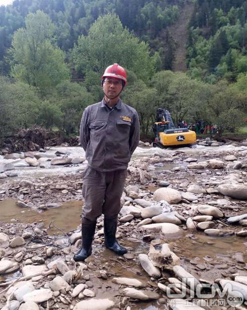 约翰迪尔:一切为了客户!泥石流也挡不住售后服务人员的工作热情