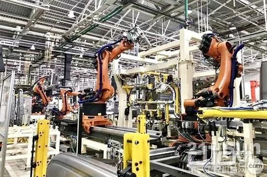 上汽红岩智能化生产线——机器人作业