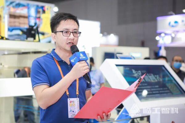 🔼中国移动机器人产业联盟秘书长李进科致辞