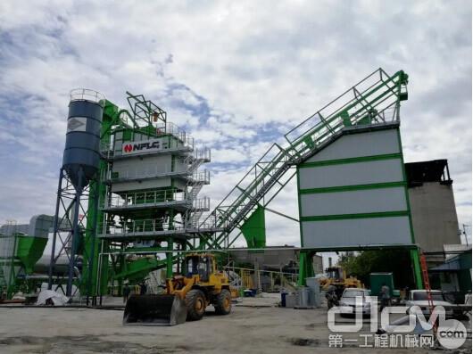 南方路机LB2000型沥青搅拌设备位于萨马拉