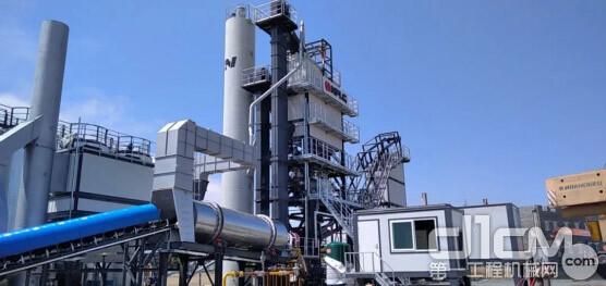 南方路机LB1500型沥青搅拌设备位于奥伦堡