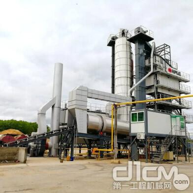 南方路机LB2000沥青搅拌设备位于特维尔