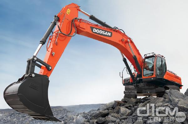 斗山工程机械10台50吨挖掘机批量发往沙特阿拉伯