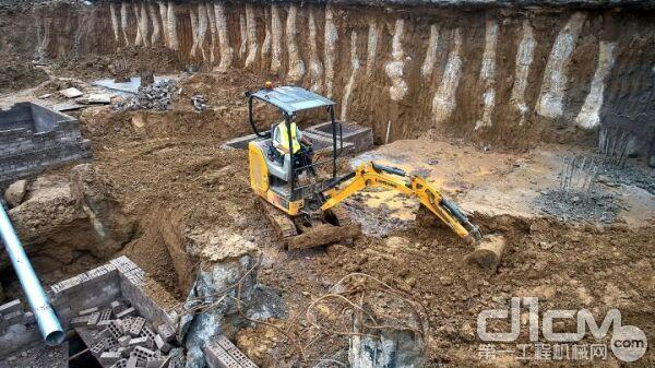 柳工9018F挖掘机