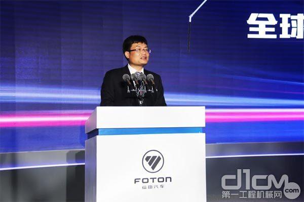 福田雷萨重机常务副总裁、营销公司总经理罗鹏为发布会致辞