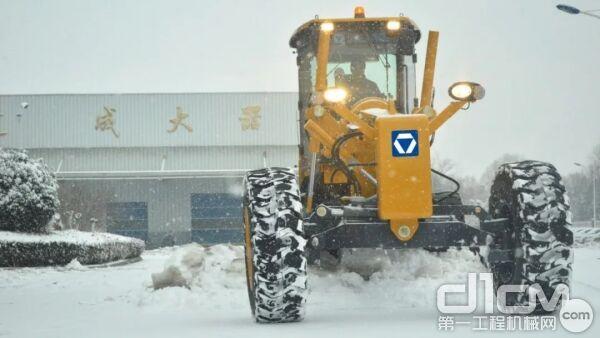 徐工专用于除雪工况的平地机