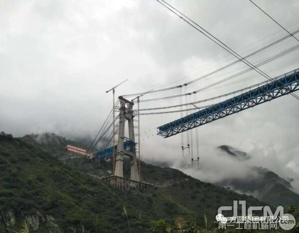 方圆SC100型桥梁永久型斜式升降机在金沙江特大桥项目展风采