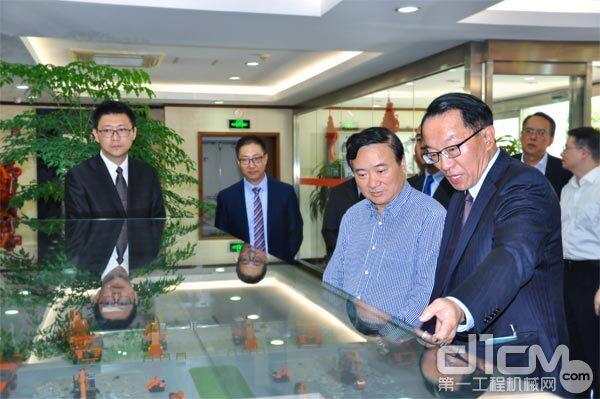 上海市委常委、浦东新区区委书记翁祖亮率团到访日立建机(上海)有限公司