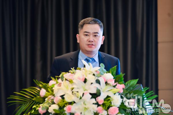 山东临工工程机械有限公司副总经理马兴庆就《山东临工最佳实践与智能制造经验》进行分享