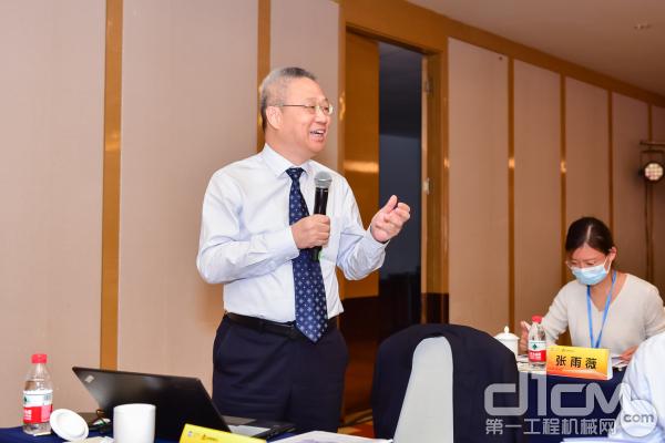 中国质量协会特聘高级卓越绩效专家龚晓明进行现场点评