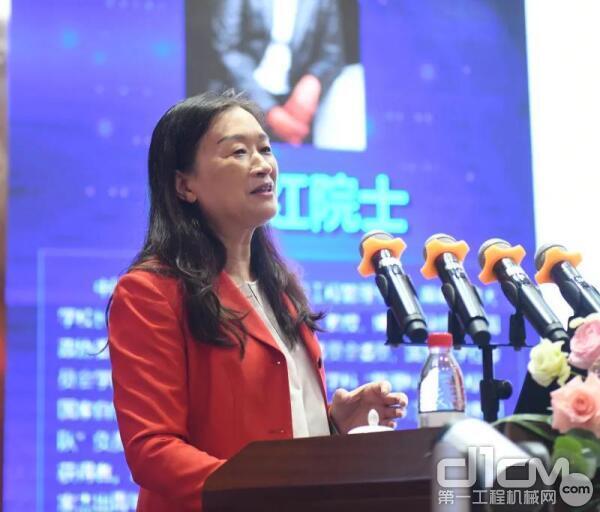 陈晓红院士作《新技术融合下的区块链应用创新与思考》主题报告