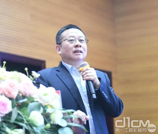 刘飞香董事长作《对地下工程装备数字样机与数字孪生的初浅认识》主题报告