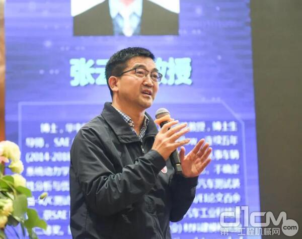 华中科技大学张云清教授作《多体系统动力学关键建模问题研究》主题报告