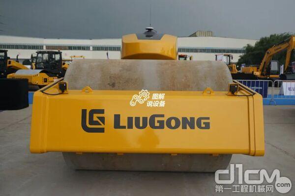 没有了驾驶室的CLG6626E无人驾驶压路机看上去科技感更强