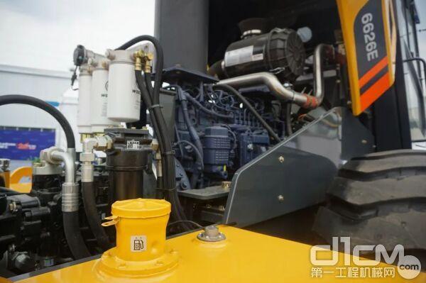 发动机倒置设计,配合大角度开启的后机罩,各保养点设计合理
