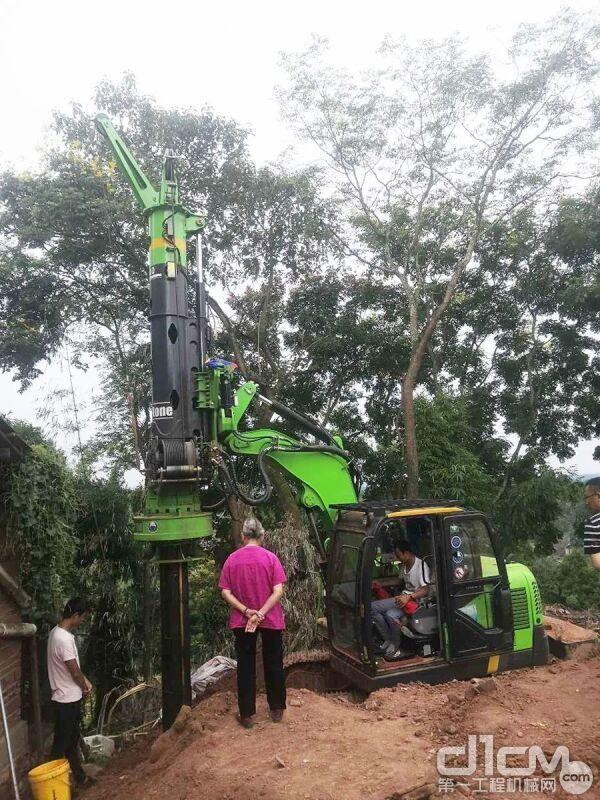 每天平均可以施工8-10根,每根8-9米深度,施工高效