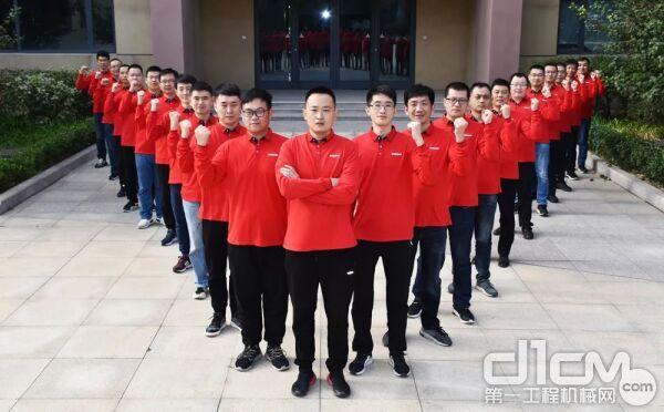 20名入围决赛的班组长及2名领队决赛出发前宣誓
