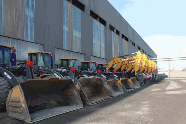 徐工5吨、7吨级装载机批量交付包钢集团