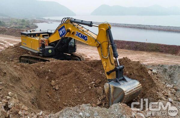 徐工智能液压挖掘机XE950DA