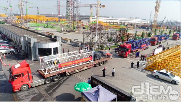 △中联重科动臂塔机出口土耳其发车仪式现场