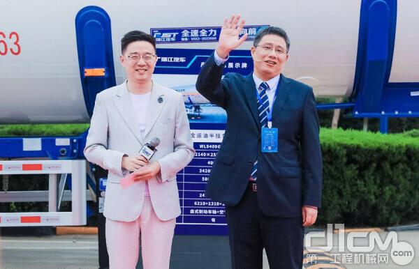 中集瑞江公司总工程师孙加龙介绍产品