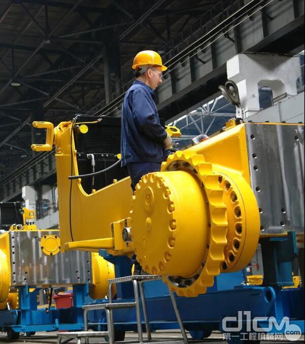 提供定制型重型工程机械设备