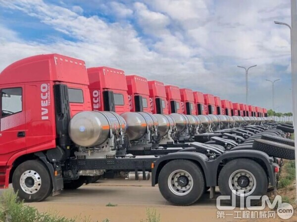 红岩杰狮C6 LNG牵引车