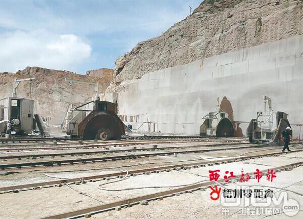图:配置先进设备的石业上了当地的《西江都市报》