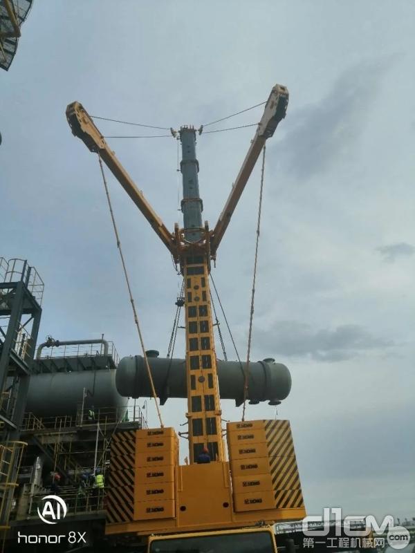 徐工QAY650A石化换热器吊装