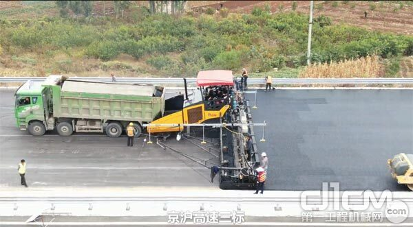 天顺长城SP1860-3摊铺机参建的京沪高速改扩建工程临沂段