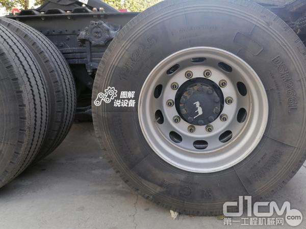 轮胎使用的规格是12R22.5