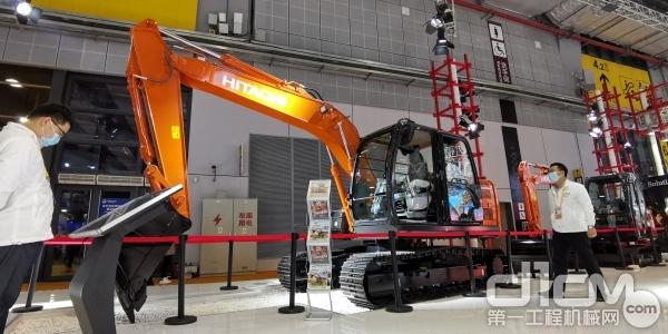 日立建机在第三届进博会发布ZX120-5A新品液压挖掘机