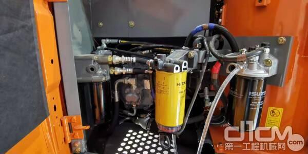 ZX120-5A挖掘机采用原装进口主泵及控制阀等部件