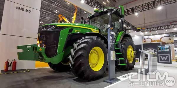 约翰迪尔新一代8R系列拖拉机