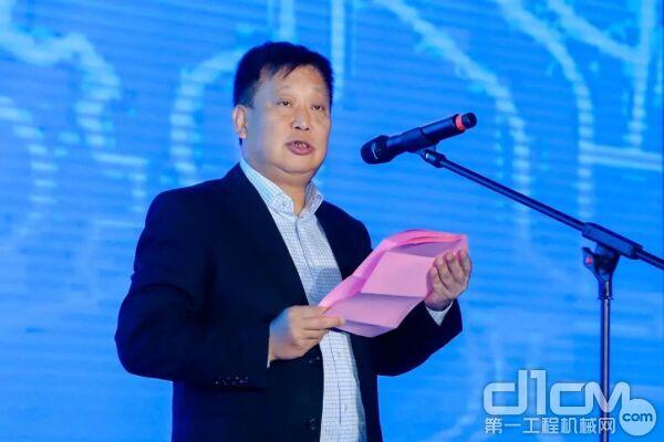 中国工程机械工业协会挖掘机械分会会长、广西柳工机械股份有限公司董事、副总裁黄敏
