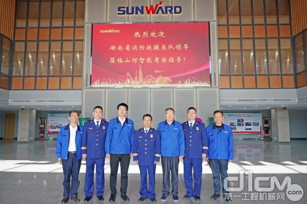 考察无人化装备 湖南省消防救援总队总队长高宁宇到访山河智能