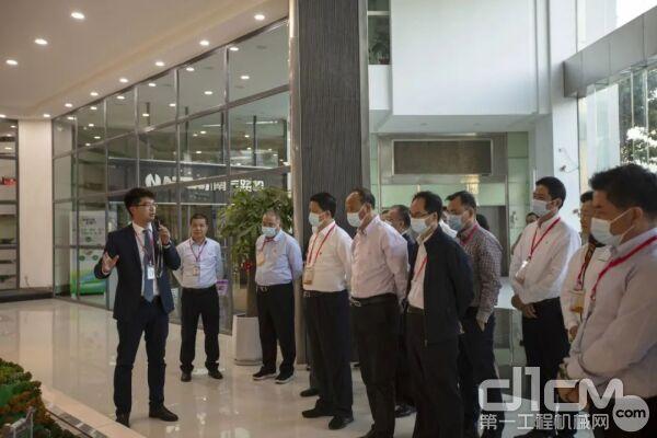 福建省加快机械装备产业发展专题班一行来访<a href=http://product.d1cm.com/brand/nflg/ target=_blank>南方路机</a>考察指导